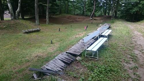 遺跡よりも朽ちたベンチに目が行ってしまい、失敗