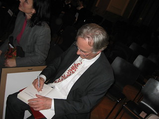 RD signing my copy of the God Delusion