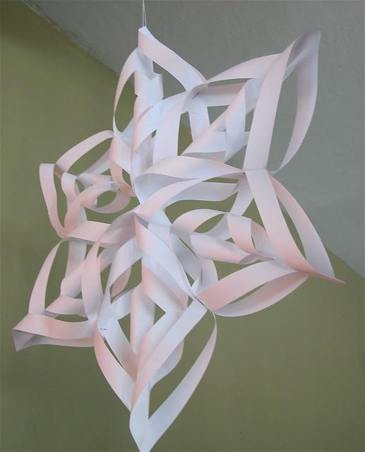 3d paper snowflakes instructions.