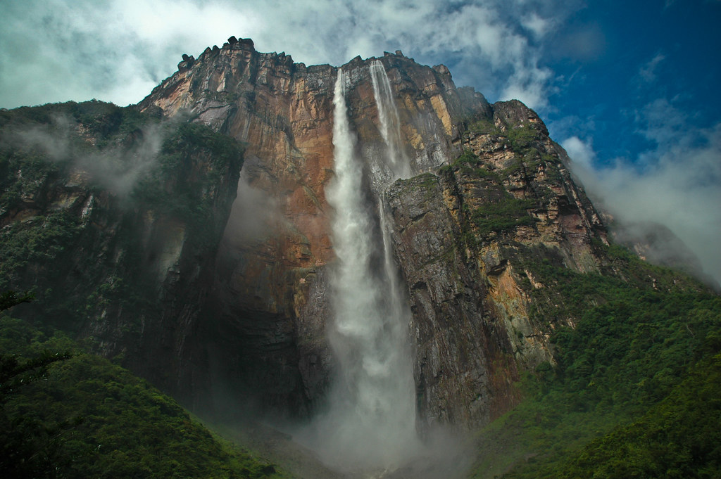 地球最後の秘境にそびえ立つ世界一の落差の滝「エンジェルフォール」