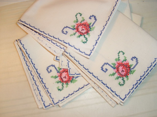 Embroidered napkins - Photo copyright by Hanna Andersson, Sweden #loppislycka
