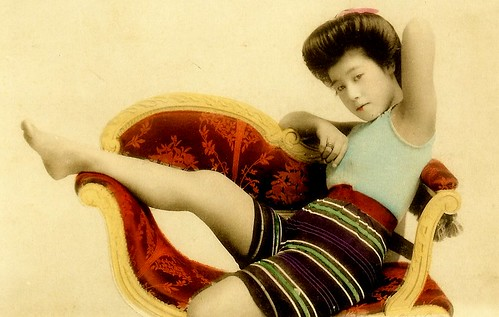 JAPANESE SWIMSUIT GIRLS - Meiji Era Bathing Beauties of Old Japan (17)