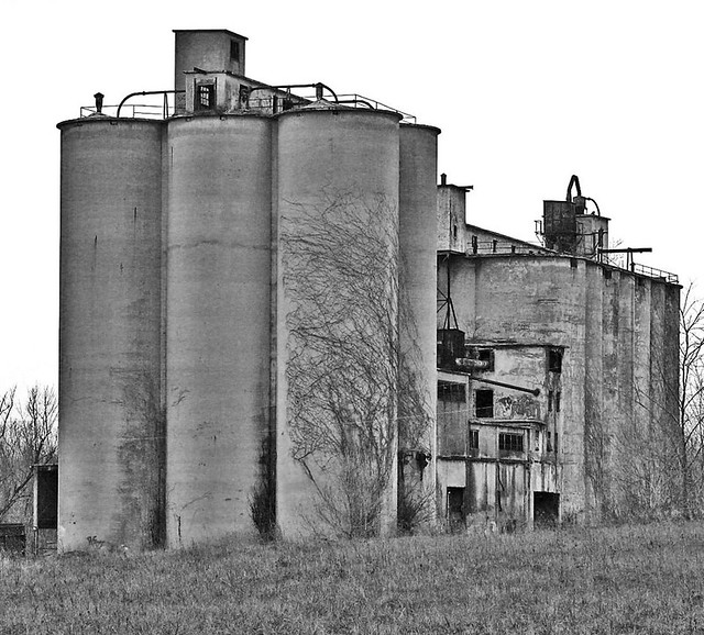 Portland Cement Ohio : Abandoned alpha portland cement plant silos at the aba