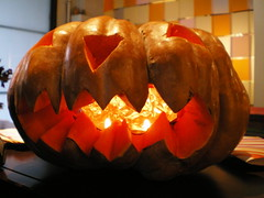 carving(0.0), holiday(0.0), produce(0.0), art(1.0), event(1.0), pumpkin(1.0), halloween(1.0), calabaza(1.0), jack-o'-lantern(1.0),