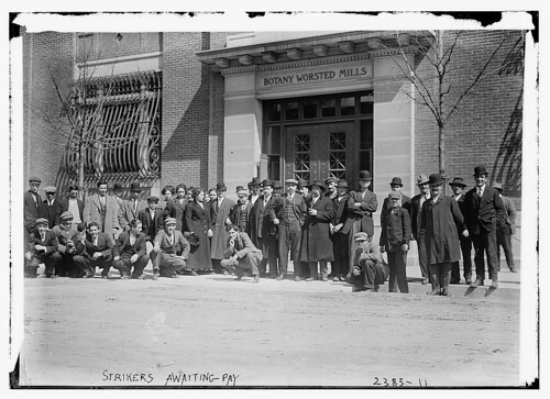 Strikers awaiting pay  (LOC)