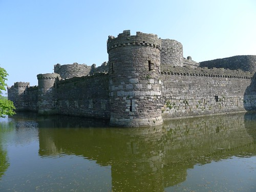 Beaumaris Castle 01