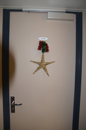 004 Kerstster op deur van hut