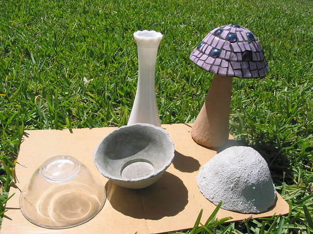 Concrete mushroom flickr photo sharing for Bloques decorativos para jardin