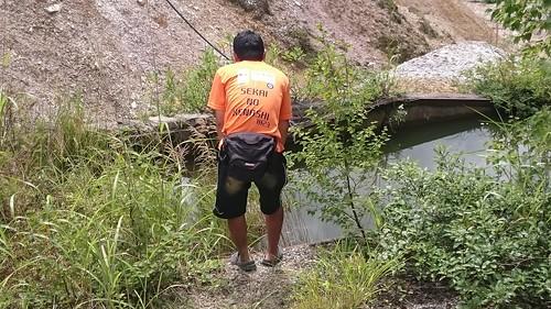 池を覗く班長。けなしと一体化してる写真も撮った気がするが、保存できてなかったみたい…