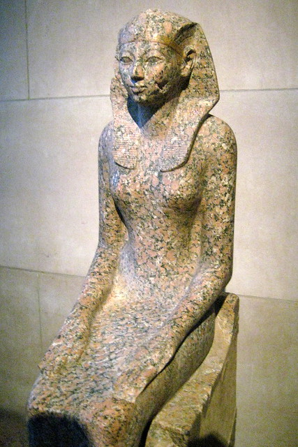 This graceful, life-size statue depicts Hatshepsut in female ...