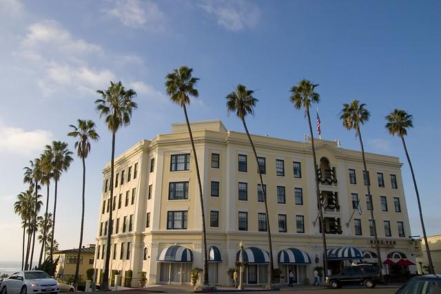 La Jolla Colonial Hotel