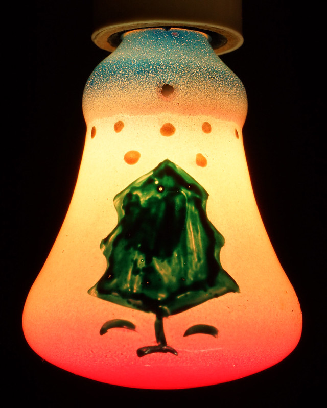 RD15261 7 Working Vintage Figural C7 Painted Christmas Light Bulbs Lamps in Original Holder DSC08958