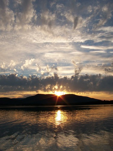 sunset sun lake reflection nature water clouds landscape newhampshire sunburst outpost ossipee eow lakeossipee z612 kodakz612 platinumphoto aplusphoto diamondclassphotographer flickrdiamond superhearts cotcbestof2007