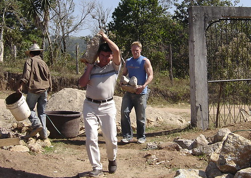 Padre Efra\xedn & Mitch carrying rocks