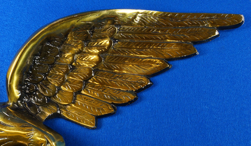 RD15262 Vintage Patriotic American Soaring Eagle Wall Hanging Plaque 25 inch Cast Metal With Brass Tone Finish DSC08884