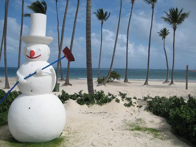 Misplaced Snowman - Flickr CC puroticorico