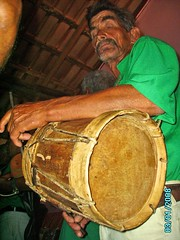 string instrument(0.0), bass drum(0.0), drums(0.0), hand drum(0.0), percussion(1.0), drummer(1.0), barrel drum(1.0), drum(1.0), skin-head percussion instrument(1.0),