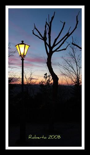 sunset italy tree italia tramonto urbino lamps albero marche lampione sanleo montefeltro flickrsbest quadridiunesposizione aplusphoto yourpreferredpicture pictureatanexhibition robertoa