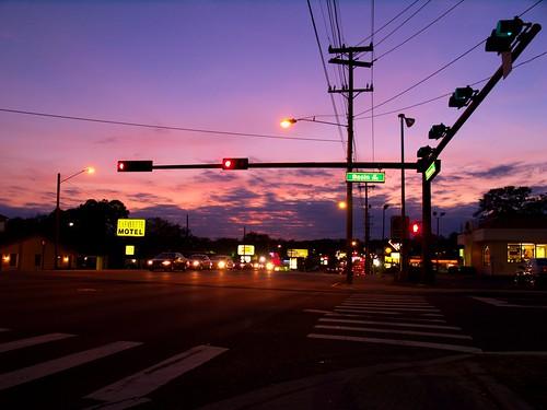 street city sunset sky urban cars night speed movement lowlight purple dusk violet olympus fernando rushhour tallahassee signal sanchez trafic traficlight e500 fernandosanchez