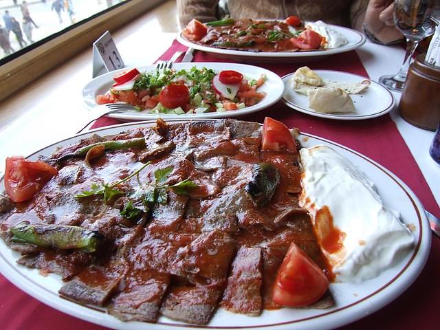Турецкое блюдо Искандер Кебаб