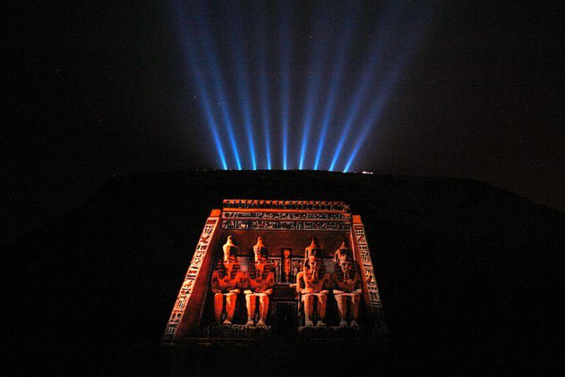 Espectáculo nocturno de luz y sonidos sobre los templos de Abu Simbel. Escenificación del color original. Abu Simbel, el templo de las dos vidas - 2474567738 a73bf246d0 o - Abu Simbel, el templo de las dos vidas