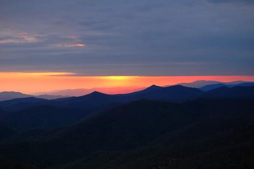trees sunset sky mountains clouds nikon d70s carolina blueridgeparkway valleys caneyforkoverlook therebeastormabrewin ncmountainman phixe