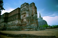 Lankatilaka Viharaya and Rankoth Vehera, Polonnaruwa