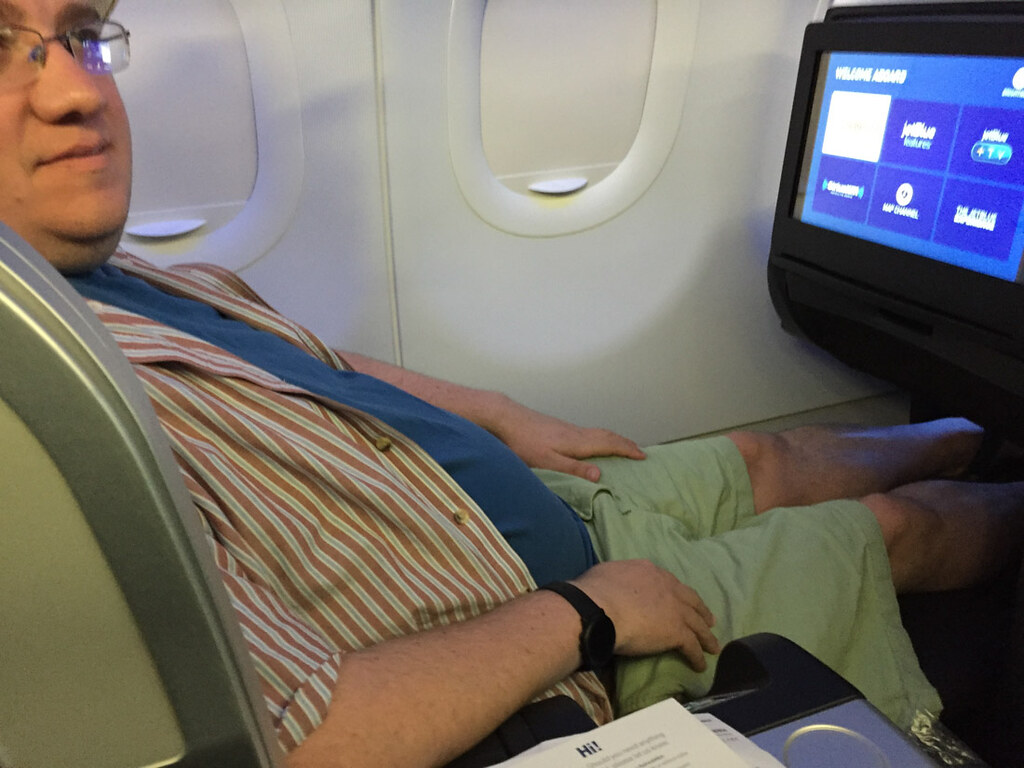 Using the JetBlue Mint Class footrest