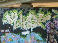 Graffiti gehorcht der Tochter der Autobahnbruecke 170