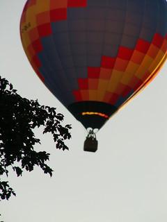 Im Ballon bei Dresden in jeder denkbaren Lage Herr seiner selbst, vollkommen die drei Bedingungen, deren Ensemble erst die menschliche Energie bildet 077