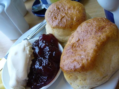 Devon cream tea - flckr - caitriana