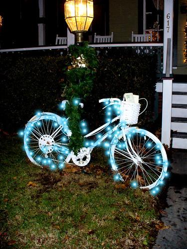 Bicicletas navide as la bici y el mar de coches for Guardar bicicletas en el jardin