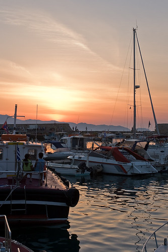 sunset port boats harbor couple harbour greece crete canonef35mmf2 sailboats heraklion abigfave canoneos400d diamondclassphotographer