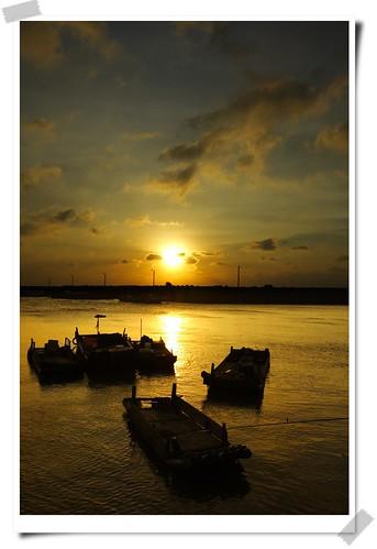 sunset sky sun nature sunshine canon landscape gold boat hsinchu taiwan 台灣 日落 新竹 風景 天空 船 香山 25faves 海山漁港 theexhibit anawesomeshot aplusphoto top20taiwan