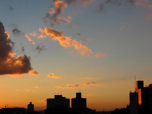 city sunset pordosol cidade brazil sky urban orange cloud sun building sol nature sunshine silhouette arquitetura brasil skyline architecture clouds sunrise canon geotagged sãopaulo laranja silhouettes aerialview céu pôrdosol sampa sp nuvens urbano nuvem bairro 43 prédios silhueta a630 fimdetarde saúde degrade silhoueta notedited duetos cameradeourobrasil bairrodasaúde nãoeditada superdueto geo:lat=23618634 geo:lon=46636974 fabioraphael yrepórter yreporter