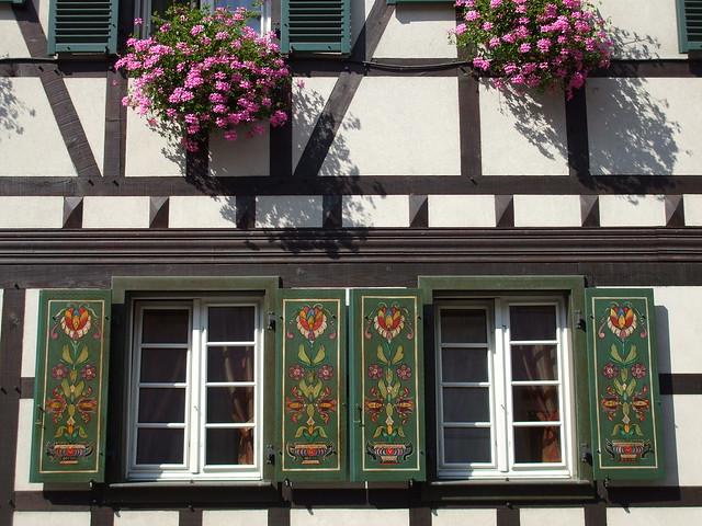 soufflenheim en alsace fa ade fleurie et volets polychromes flickr photo sharing. Black Bedroom Furniture Sets. Home Design Ideas