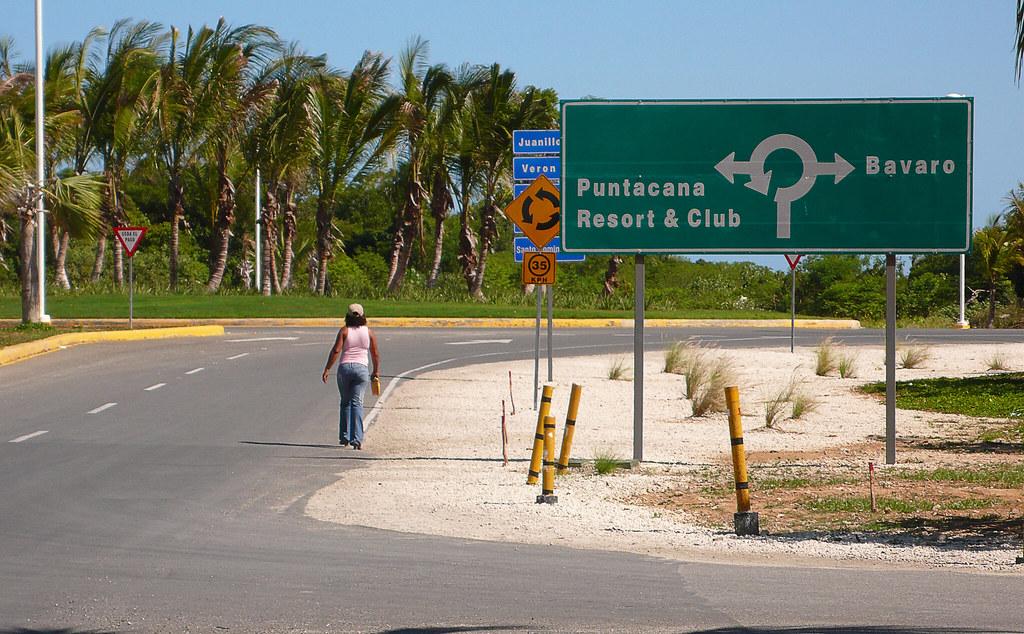 a la salida del aeropuerto. Punta Cana/Playa Bávaro, República Dominicana