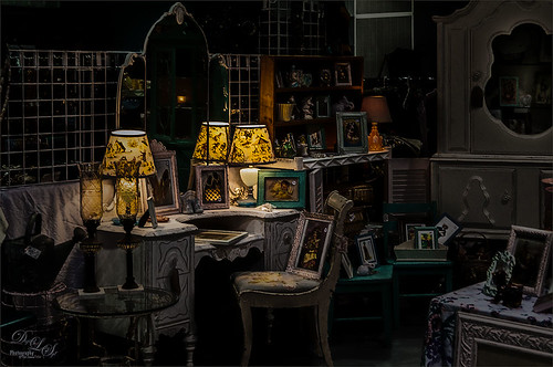 Image of an Antique Show using a Difference Blend Mode