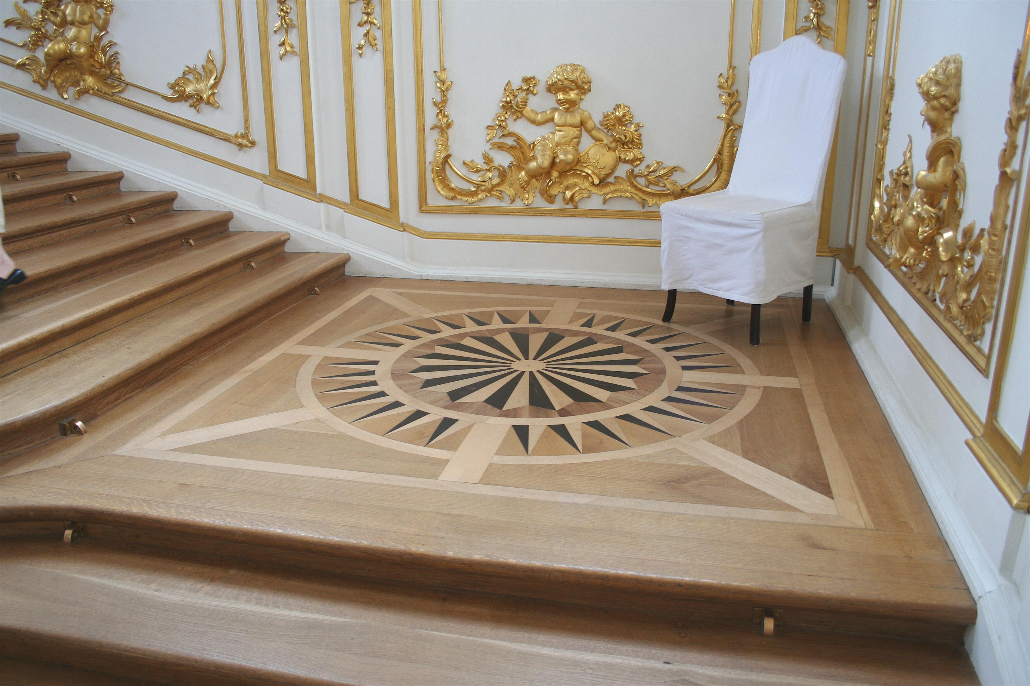 Parquet flooring hardwood floor border medallion inlays for Wood floor medallions