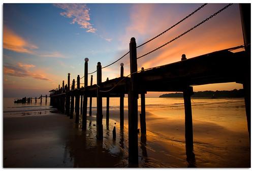 sunset beach silhouette canon island evening sand jetty malaysia 1022mm sabah kk pulautiga 400d