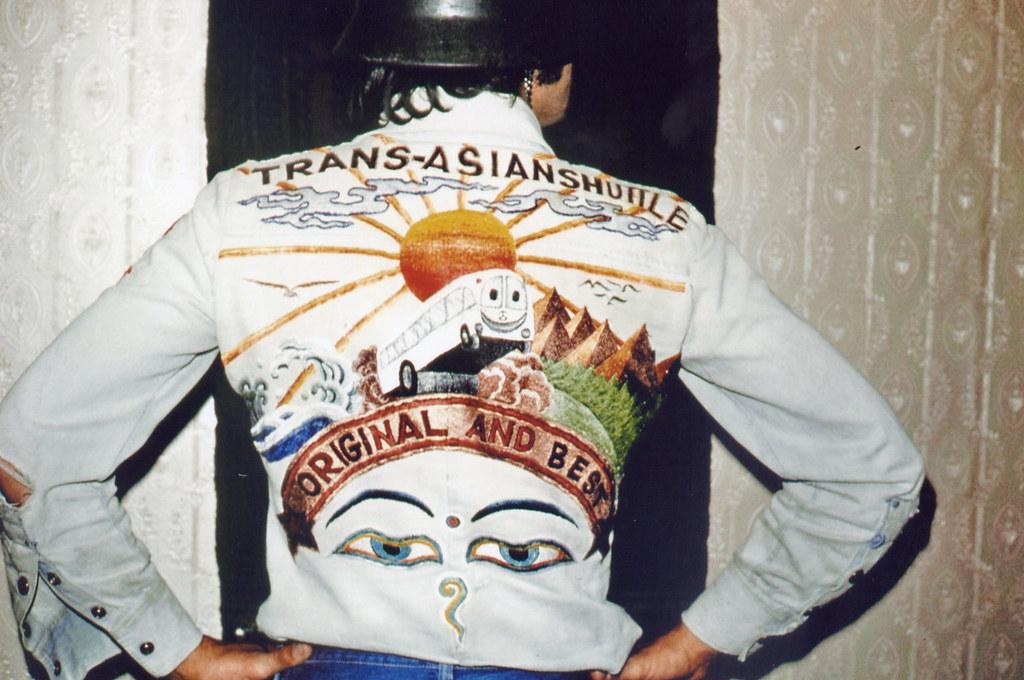 Katmandu Hamid tarafından işlemeli gömlek