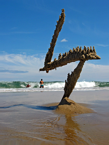 sculpture castle sand massachusetts wave z sandcastle sandsculpture manchesterbythesea bostonist singingbeach dripcastle universalhub dripsculpture