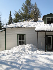 estate(0.0), log cabin(0.0), winter(1.0), roof(1.0), snow(1.0), cottage(1.0), house(1.0), siding(1.0), residential area(1.0), sugar house(1.0), home(1.0), blizzard(1.0),
