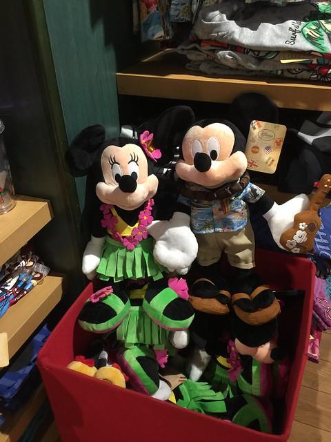 Hawaii exclusive plush Mickey and Minnie
