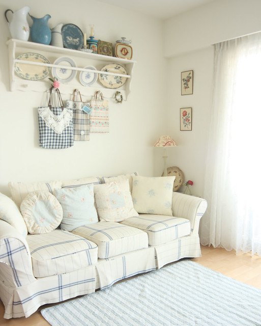 sofa and little shelf for my fleamarket finds