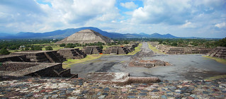 Pyramid of the Sun and the Avenue of the Dead, Teotihuacán 06202007