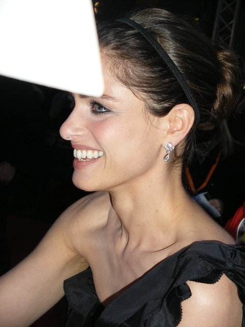 Header of Amanda Peet