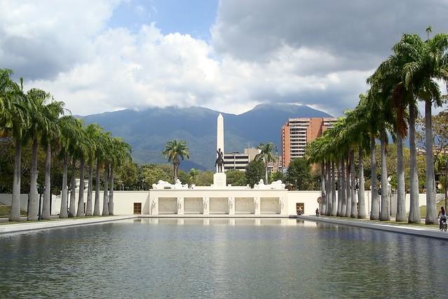 Praça dos Heróis 3 / Heroes Square 3 (Paseo Los Próceres)