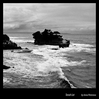 Tanah Lot, temple in ocean