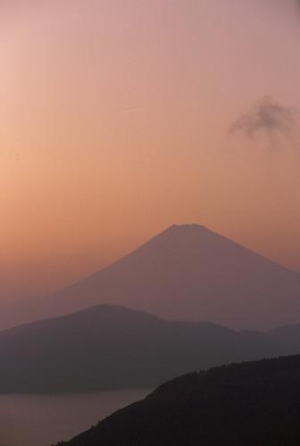 sunset japan kodak dusk ektachrome nikonf kanagawa hakone e100gx 富士山 fujiyama ashinoko 芦ノ湖 daikanzan 大観山 nikonphotomicftn aizoomnikkor80200mmf45